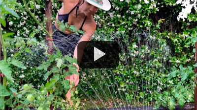 Agustina Cherri y el equipo de riego Gardena